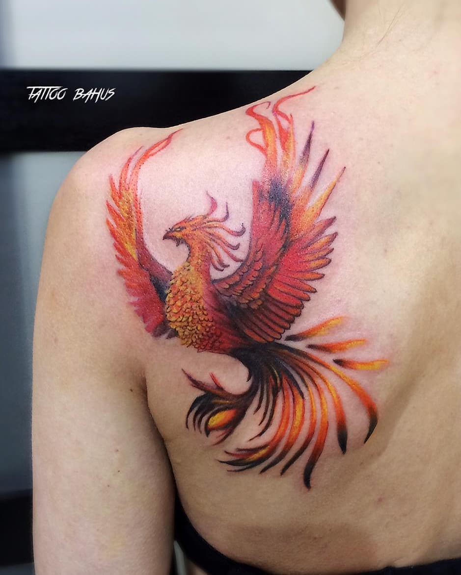 Beautiful колибри тату на шее